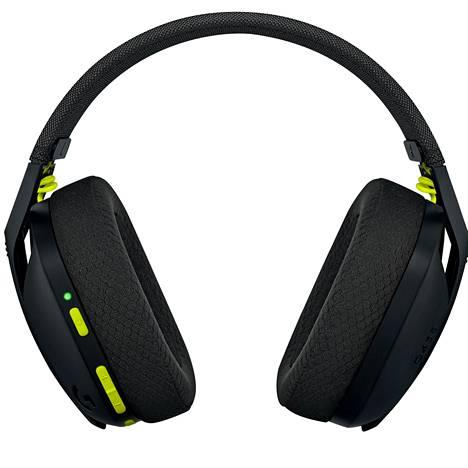 Vasemmasta kuulokkeesta laitetaan headset päälle, säädetään äänenvoimakkuutta ja mykistetään mikrofoni. Samalta puolelta löytyvät latausjohdon paikka sekä mikrofonit.