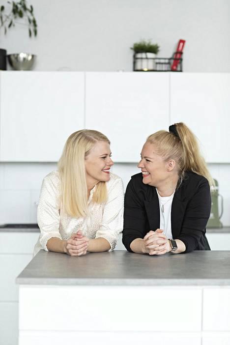 Lapsiperhearki on välillä kuormittavaa, mutta Susanna ja Ella kertovat olevansa silti nyt paljon onnellisempia kuin ennen kaksosia.