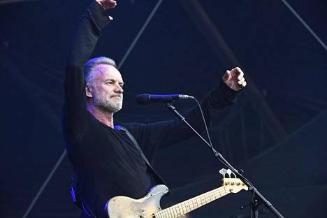 Sting esiintyi hyväntuulisena.