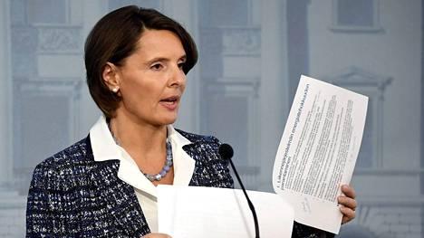 Ministeri Bernerin ajamaa hanketta on arvosteltu muun muassa autojen seurantalaitteisiin liittyvistä yksityisyydensuojariskeistä.