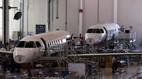 Embraer Legacy 500 -koneita valmistettiin Sao Jose dos Camposissa Brasiliassa 2015.