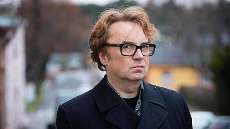 Sarjakuvapiirtäjä Pertti Jarla kotikaupungissaan Porvoossa.