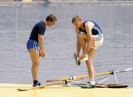 Karppinen Moskovan soutustadionilla valmentajansa Jarkko Ranisen (vasemmalla) kanssa.