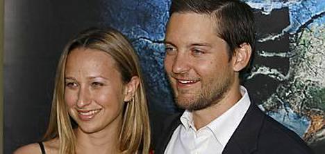 Tobey Maguire vei Jenniferinsä vihille.