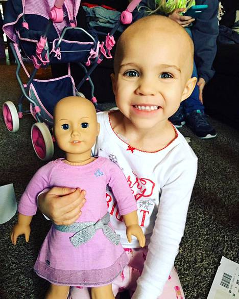 Sytostaattihoidot läpikäynyt Gracie sai lahjaksi nuken, jolta myös puuttuvat hiukset.