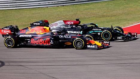 Max Verstappen ja Lewis Hamilton kävivät kovan kisan Austinissa.