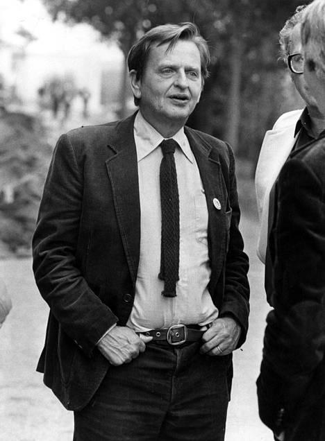 Olof Palmea ammuttiin 28. helmikuuta 1986 Tukholmassa Sveavägenin ja Tunnelgatanin kulmassa hänen ollessaan palaamassa elokuvateatterista vaimonsa Lisbeth Palmen kanssa.
