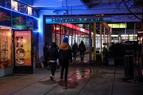Ilta-Sanomat ei perjantai-iltana tavoittanut Puhoksen ostoskeskuksella paikallisia kommentoimaan alueen koronatilannetta.