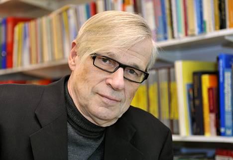 Infektiolääkäri Jukka Lumio.