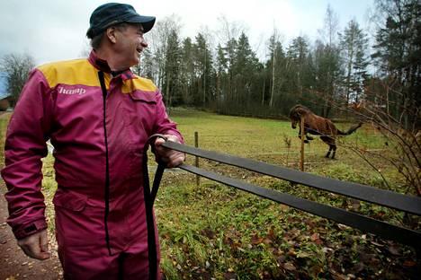 Kansanedustaja Timo Kalli (kesk) on yksi eduskunnan 16 maanviljelijästä.