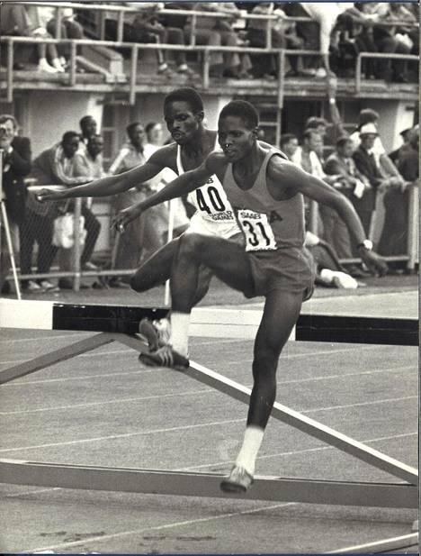 Kesän 1973 ME-juoksuissa Jipchoa kiritti maanmies Evans Mogaka (numero 40).
