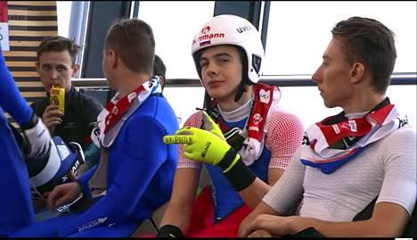 Vitali Ivanovin ele kuvattiin, kun hän oli odottamassa hyppyvuoroaan perjantaisessa yhdistetyn kilpailussa.