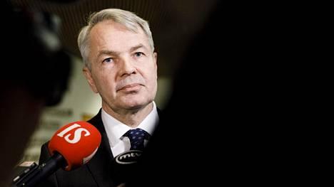 Ulkoministeri Pekka Haavisto tapasi maanantaina ministeriön henkilöstöjärjestöjen edustajia, mutta nimettömän lähteen mukaan ongelmat kytevät yhä.
