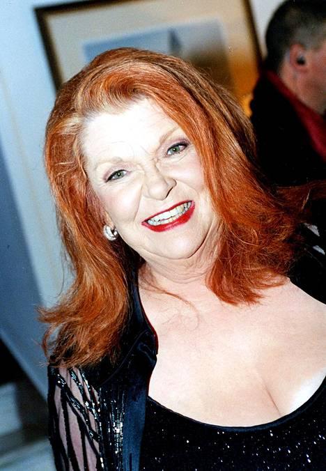 Darlene Conley esitti Sallya, Stephanien (Susan Flannery) verevää vihamiestä, 19 vuoden ajan. Suomessakin useaan otteeseen 1990-luvulla vieraillut Conley kuoli vatsasyöpään 72-vuotiaana.