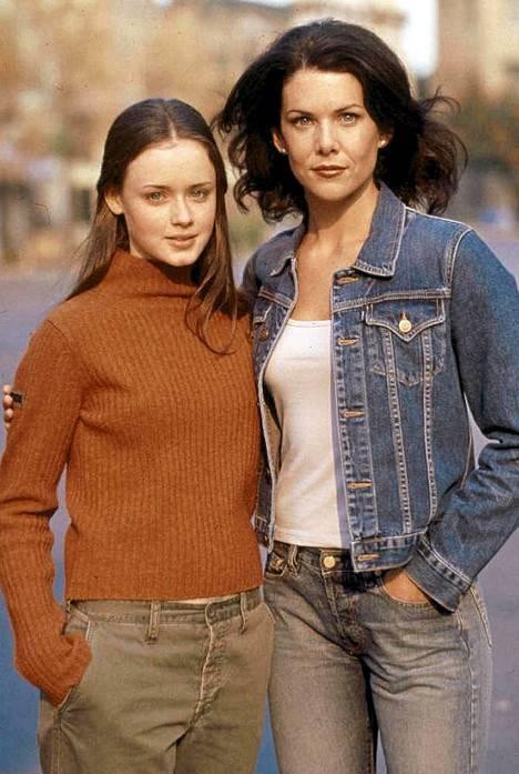 Gilmoren tytöt- sarjan Lorelei (Lauren Graham) ja Rory.