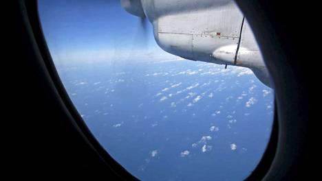 Vietnamilainen kone etsimässä kadonnutta malesialaista lentokonetta.