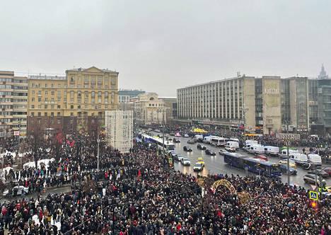 Moskovassa on ollut koolla kymmeniätuhansia ihmisiä.