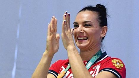 Jelena Isinbajeva riemuitsi valinnastaan KOK:n urheilijavaliokuntaan.
