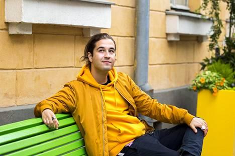 Omar El Mrabtin sosiaalisen median brändiin kuuluvat värikkyys ja iloisuus.