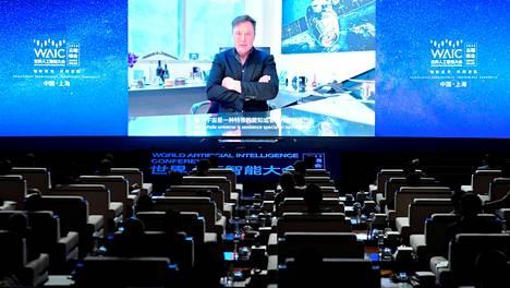Elon Musk puhui etäyhteydellä Kiinaan.