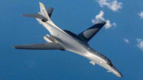 Kuvassa Yhdysvaltain B-1B Lancer -pommikone.