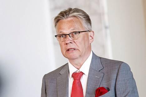 Eduskunnan hallintojohtaja Pertti Rauhion mukaan rokottamattomien kansanedustajien nimiä ei ole tiedossa.