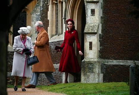 Kuningatar Elisabetin ja prinssi Charlesin väitetään korostaneen herttuattarille ja näiden puolisoille, että joulu on perheen yhteinen juhla.