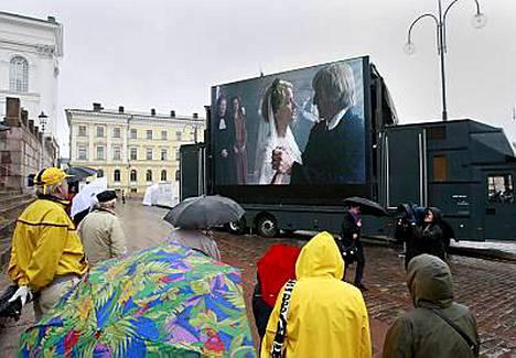 Sateinen sää murjoi tunnelmaa Timo Koivusalon visuaalisesti näyttävän trailerin julkistustilaisuudessa.