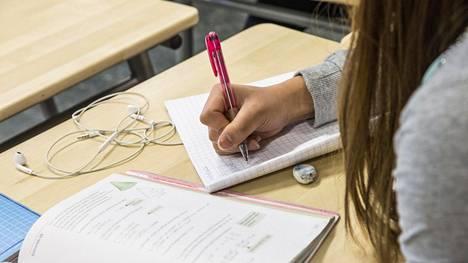 Vantaalaisopettaja ihmettelee perustaitojen puutetta monilla peruskoulun päättäneillä oppilaillaan.