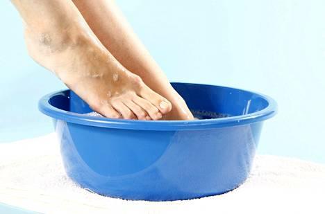 Hemmotteleva jalkahoito syntyy koti-spassa.