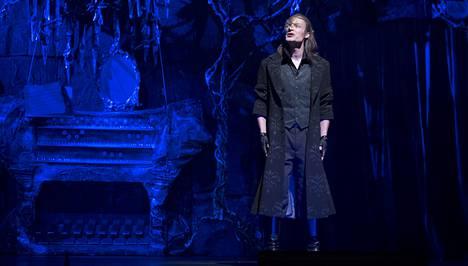 Ville Rusanen debytoi musikaaliroolissa Oopperan kummituksessa.