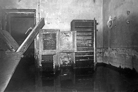 Bunkkerissa oli edelleen tavaroita paikallaan vuonna 1987.