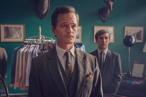Neil Patrick Harris näyttelee Henryä, joka antaa tärkeitä neuvoja Colinille (Callum Scott Howells).
