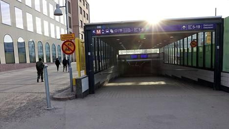 Puukotus tapahtui maanantaina ratapihan alittavassa tunnelissa.