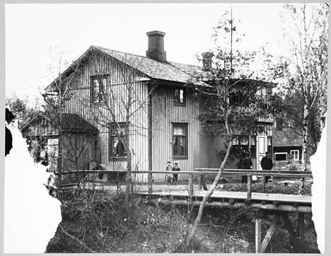 Dahlforsin viilatehtaan omistajan Walfrid Wilhelm Wahlbergin koti. Kuvan on ottanut Walfridin sisko Irene Wahlberg.