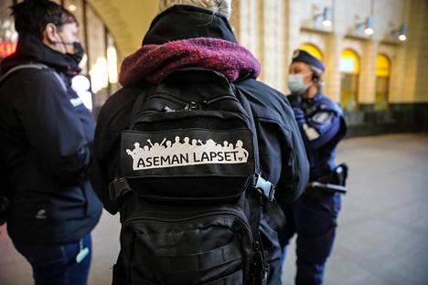 Lasten ja nuorten hyvinvointiin keskittyvä Aseman Lapset ry tekee yhteistyötä poliisin kanssa.