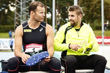 Tero Pitkämäen ja Antti Ruuskasen keihäskisa kääntyi oikukkaan tuulen takia naureskeluksi ennen kuin kamppailu kuumeni viimeistä edellisellä heittokierroksella.