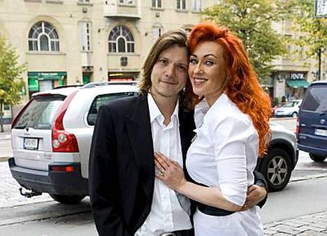 Saija Varjus ja Petri Hämäläinen avioituivat viikonloppuna.
