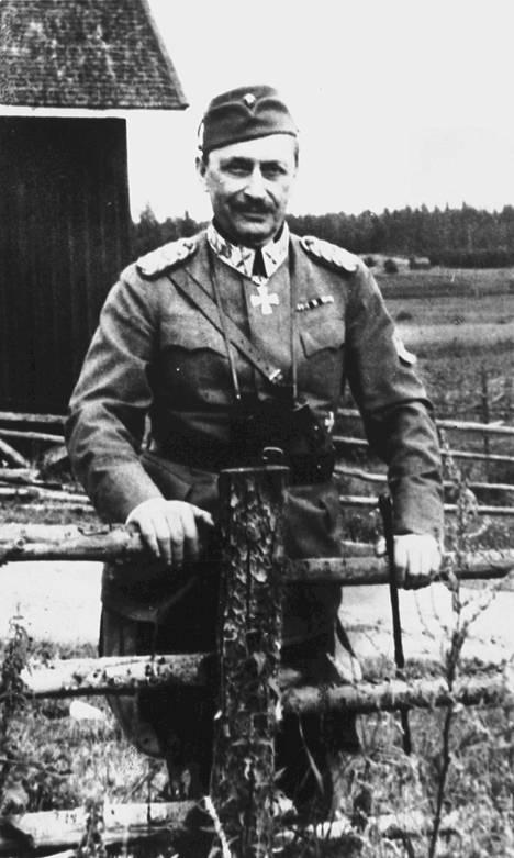 Uuden kirjan mukaan Mannerheim oli taidostaan epävarma ja haki tunteeseen joskus apua alkoholista.