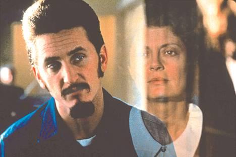 Tim Robbins ohjasi elokuvan Kuolemantuomittu (1995), ja pääosassa nähtiin hänen silloinen puolisonsa Susan Sarandon sekä Sean Penn.