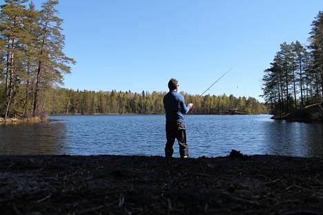 Sipoonkorvesta löytyy lukuisia rantoja kalastukseen. Esimerkiksi Fiskträskin rannoilla on paljon kallioita, joissa voi kalastaa.