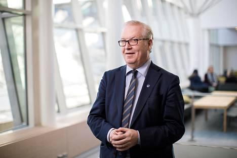 Sture Fjäder esittää kotitalousvähennyksen enimmäismäärän nostamista, omavastuun poistamista ja korvausosuuden kasvattamista.