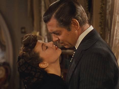 Tämä elokuva kyllä muistetaan. Mutta katsokaa Clark Gablen pukua.