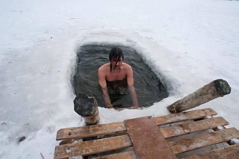 Säännöllisyyden kautta syntyvä sopeutuminen kylmään veteen voi ainakin teoriassa vähentää kehon tulehduksellista vastetta.