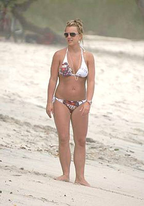 Britney Spears esitteli bikinikuntoon treenattua vartaloaan lomaillessaan Costa Ricassa toukokuussa.