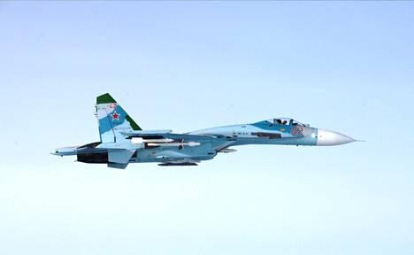 Ilmavoimat kuvasi tämän venäläiskoneen torstaina iltapäivällä.