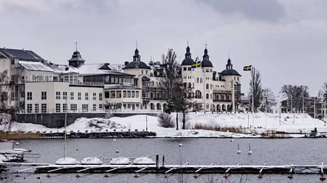 Saltstjöbadenin huvilakaupunkia alettiin rakentaa 1890-luvulla. Grand Hotel valmistui 1893.