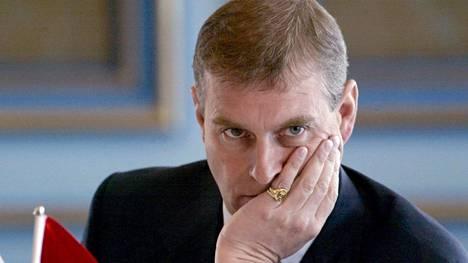 Prinssi Andrew painostettiin perumaan matkansa Bahrainiin.