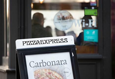 Prinssi Andrew totesi marraskuussa BBC:n haastattelussa olleensa tyttärensä kanssa pizzalla iltana, jolloin hän Giuffren mukaan olisi ollut yökerhossa.