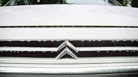 Kylmät talviolosuhteet aiheuttavat autoilijalle monenlaisia haasteita, joista yksi on moottorin hidas lämpeneminen pakkassäässä.